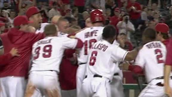 Hamilton belts two-run, walk-off homer in 11th