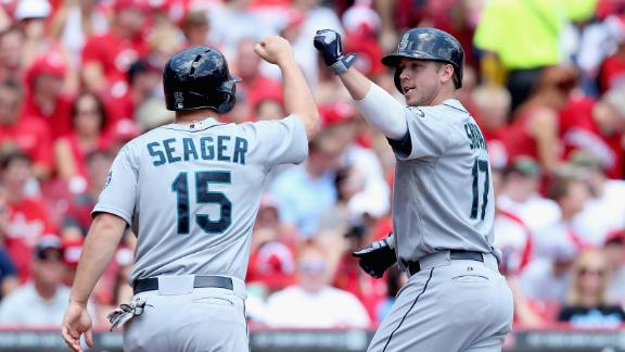 Saunders effective as Smoak, M's top Reds
