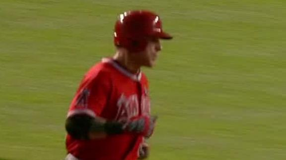 Angels pound Cubs behind Hamilton's 2 HRs