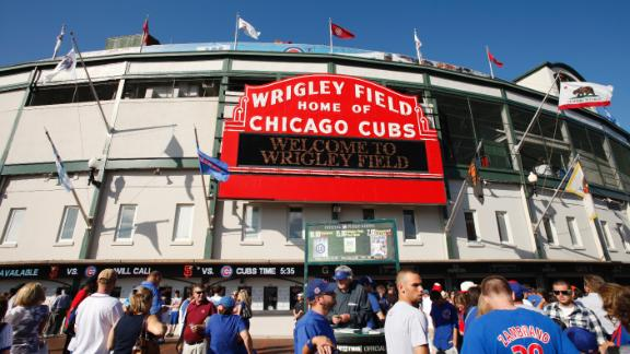 Cubs, Chicago agree on Wrigley JumboTron