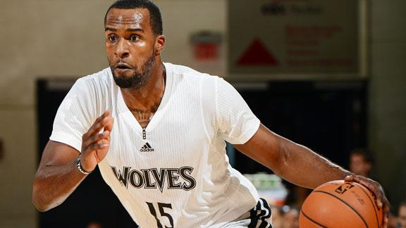 Video - Wolves Cruise Past Kings