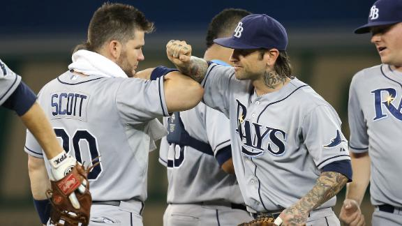 Roberts' hit breaks tie, leads Rays past Blue Jays
