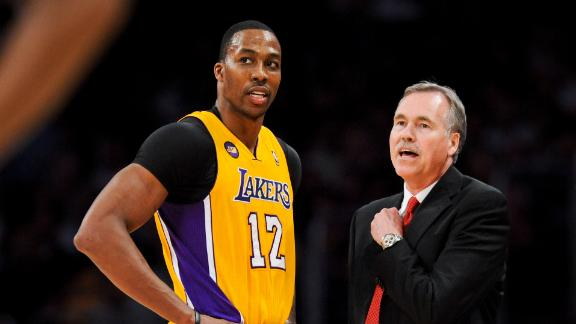 Howard's move still puzzles Lakers' D'Antoni