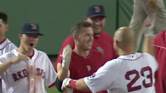 Red Sox beat M's in 15 innings, top AL East