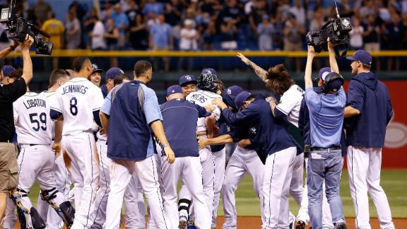 Rays slip past Giants on Myers' RBI single