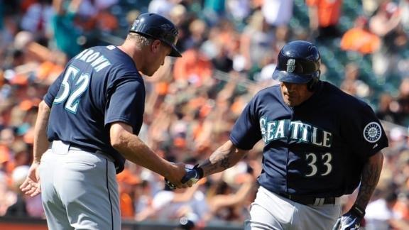 Blanco's late blast leads Mariners to series victory