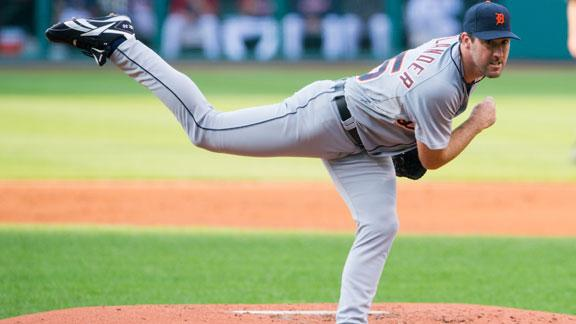 Verlander helps Tigers to 10th win in a row