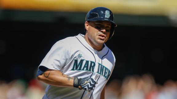 Mariners spoil Happ's return, rally past Jays