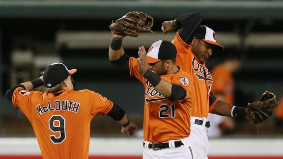 O's churn out 7-run 3rd to roll past Rockies