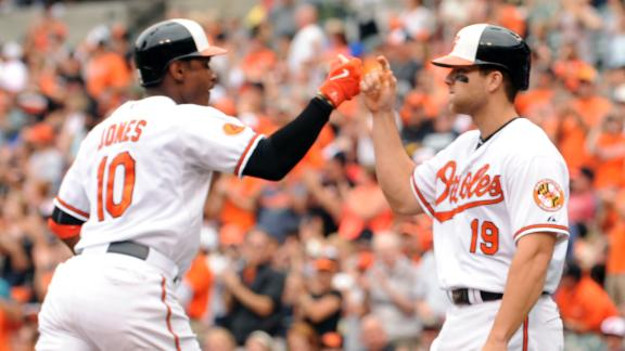 Davis goes 4-for-5 as O's thrash Rockies