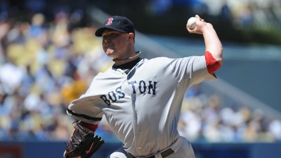 Behind dominant Lester, Sox edge Dodgers