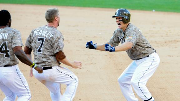 Padres top Cubs in 15th on Hundley's single