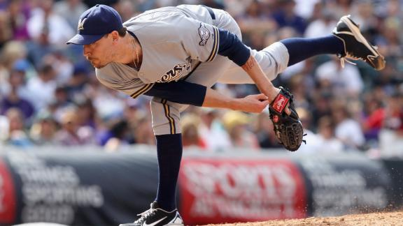 Cards acquire reliever Axford from Brewers