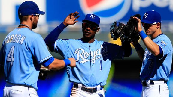 Felix loses 4th straight as Royals shake M's