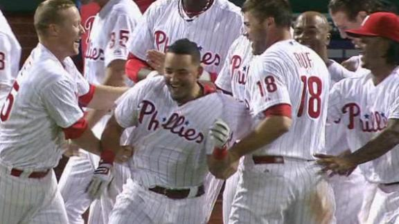 Galvis homers in 9th to lift Phils over Braves