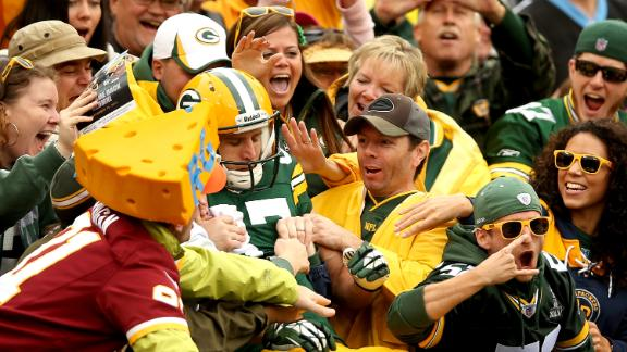 Confused Redskins fan cheering Packers touchdown