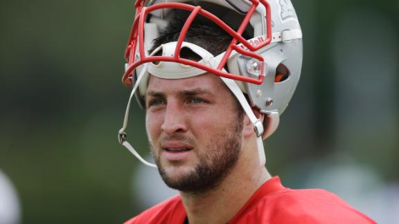 Fans urge Jaguars to sign Tebow at rally