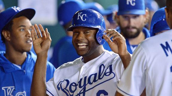 Bases-loaded walk lifts Royals past Rangers