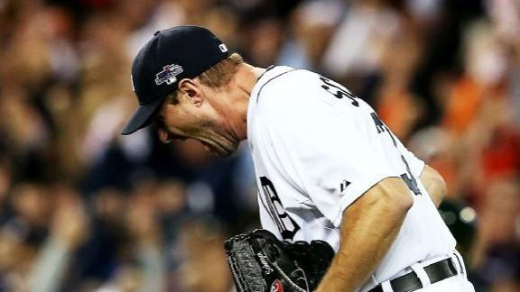 Scherzer comes out of 'pen, earns win in Game 4