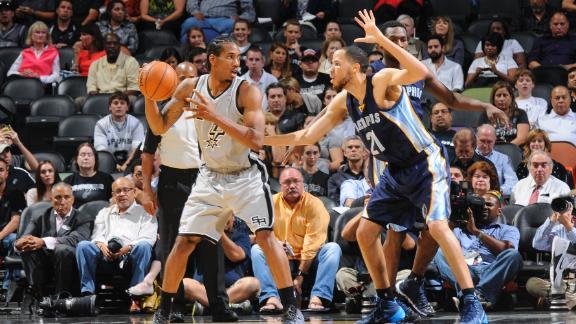 Spurs win season opener; Duncan injured