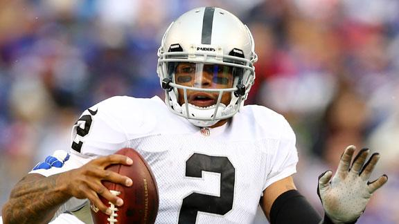 Raiders QB Pryor (knee) misses practice