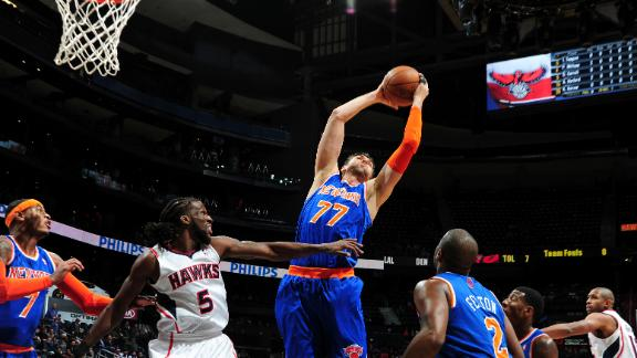 Melo, Bargnani help Knicks hold off Hawks
