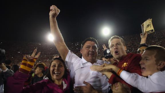 Broncos' Del Rio interviewed for USC coach