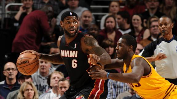LeBron, Heat handle Cavs, win 8th in a row