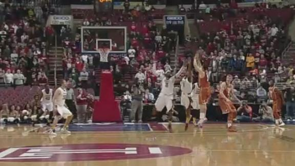 Horns Win Thriller at Temple, 81-80