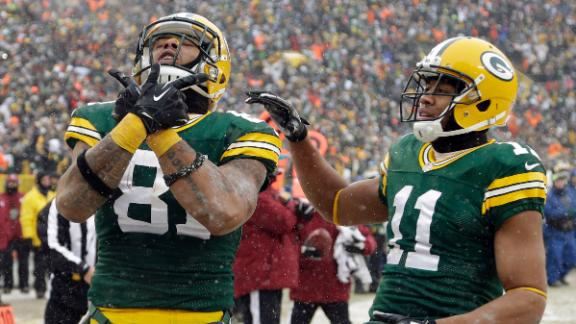 Packers convert key turnover, halt skid at 5
