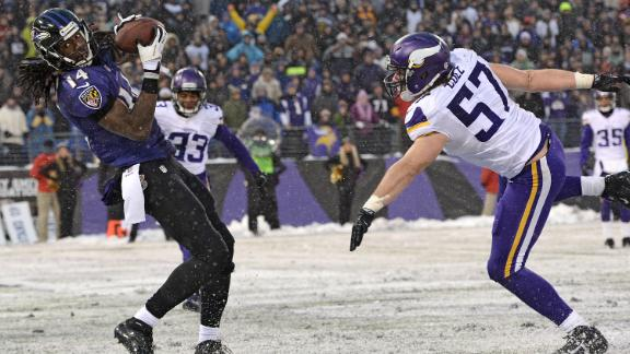 Flacco, Ravens stun Vikings with wild finish