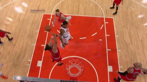 Video - Smith no-look pass leads to Bargnani slam