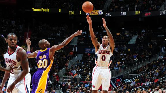Korver, Hawks grab win as Lakers go cold