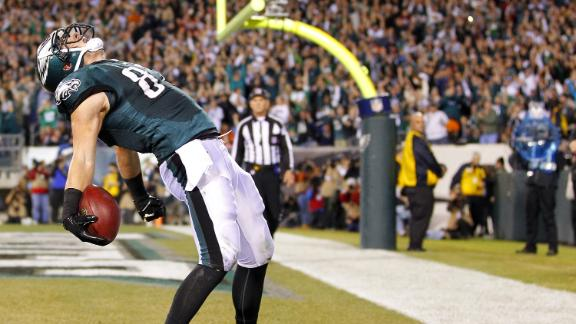 Eagles roll; keep Bears from NFC North title