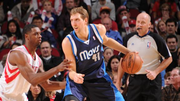 Dirk moves up scoring list as Mavericks win