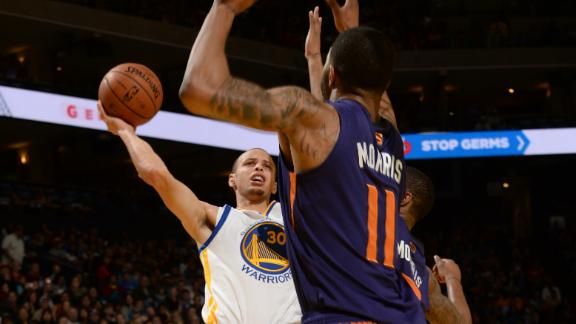 Curry triple-double keys Warriors vs. Suns