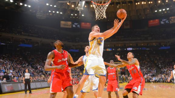 Lee, Warriors manhandle Clippers in rout