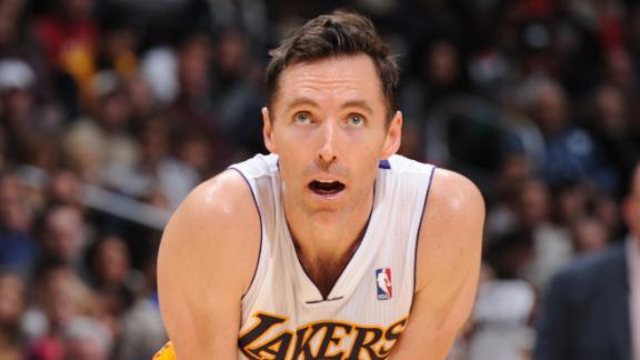 Lakers' Nash (leg) exits game against Bulls