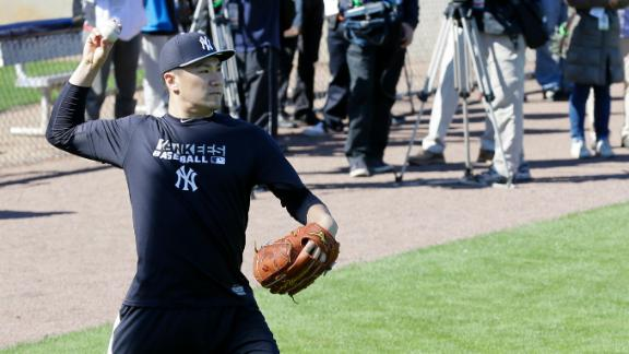 Tanaka draws huge crowd for first workout