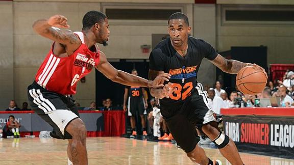 Knicks' D-League team cuts Smith's brother