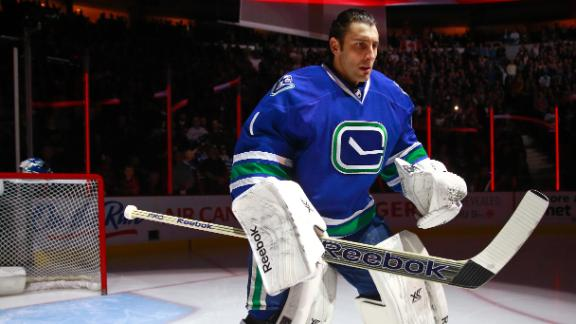 Canucks trade Luongo back to Panthers