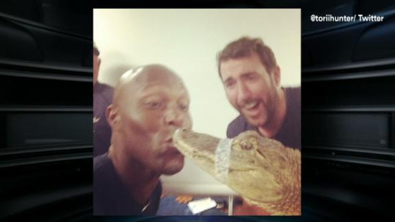 Torii Hunter Accepts Dare, Kisses Alligator