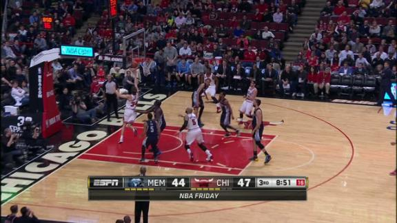 Video - Dunleavy extends Bulls lead