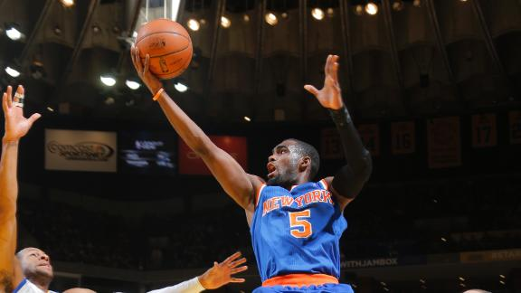 Knicks 1 game behind with win at Warriors