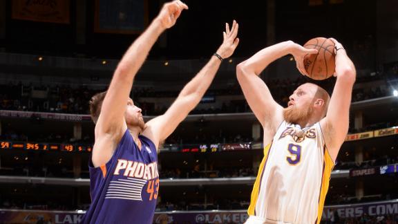 Kaman, Lakers snap Suns' 6-game streak