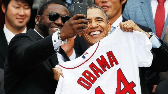 Papi-razzi? Selfie with Obama may be promo