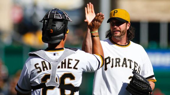 Sanchez's RBI double helps Pirates top Cards