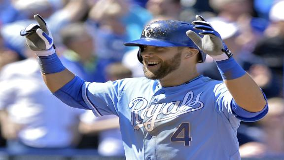 Gordon homers, drives in 4 to power Royals