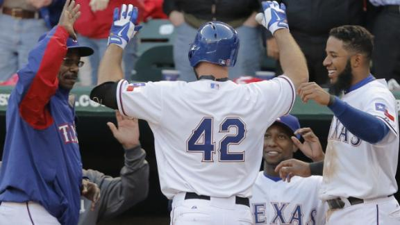 Fielder ends HR drought as Rangers top M's