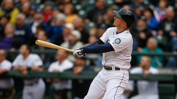 Mariners Walk Off With Win